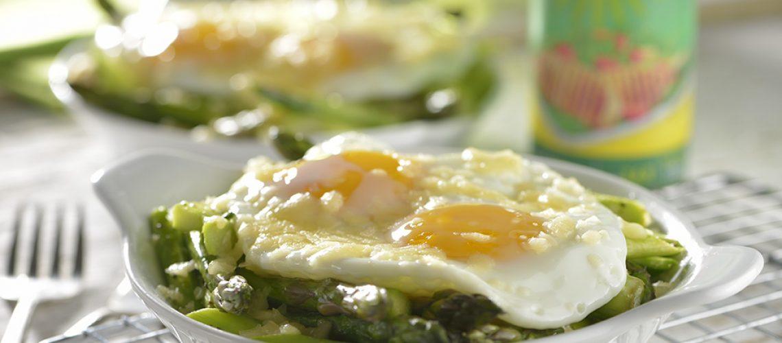 huevos-estrellados-con-esparragos-y-queso-parmesano-2